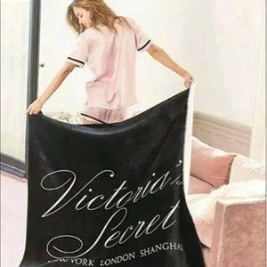 NEW Victoria Secret Sherpa Blanket